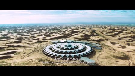 黄金兄弟:一开头就是在沙漠中的超级豪华度假村