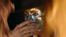 神秘面具人演出惊呆众人 好神奇哇我是小迷妹