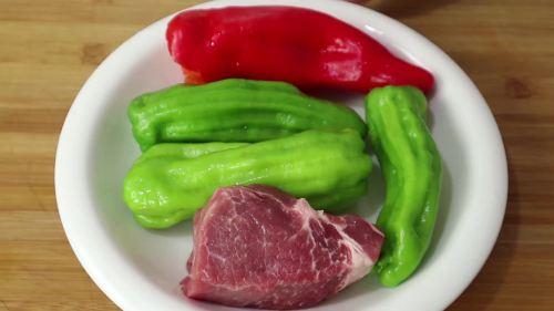 怪不得饭店的辣椒炒肉那么好吃,原来大厨是这样做的,实在太香了