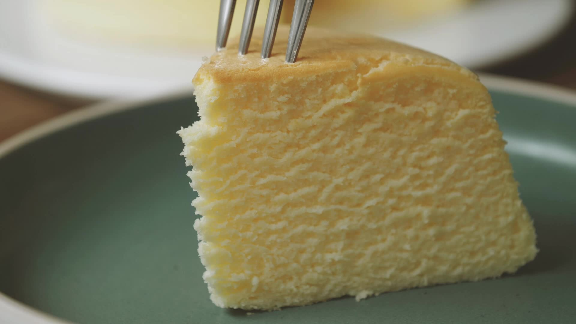 想吃芝士蛋糕不用买,自己在家就能做,方法简单,松软可口超好吃