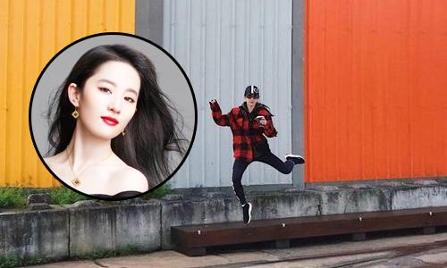 刘亦菲手捧咖啡展花木兰身手 街头蹦跶似欢脱少女