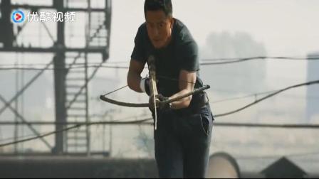 战狼2:吴京迅猛突袭救人质,联手吴刚张翰准备御敌