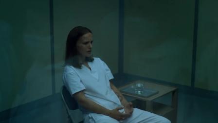 《湮灭》莉娜向实验者讲述闪光里的真实情况