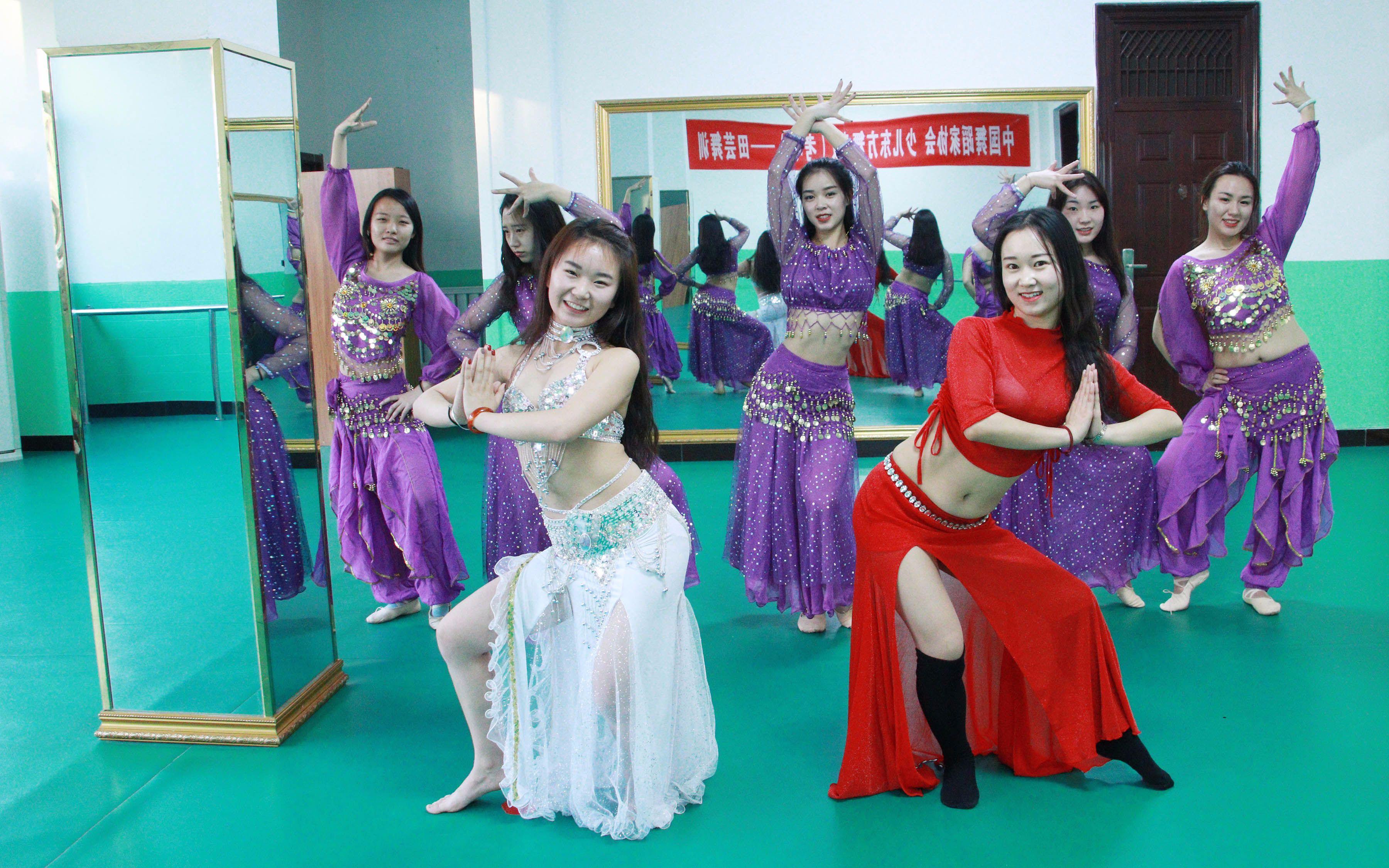 芸之舞:心随舞动,舞动快乐,美女团肚皮舞原创舞蹈