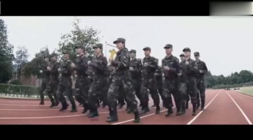《烈火军校》-第0集精彩看点 许凯白鹿操场训练