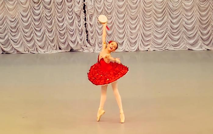 【维拉】8岁逆天长腿女孩的芭蕾舞