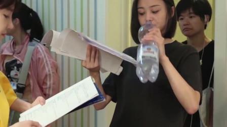 《青春斗》花絮-片场温度飙升,郑爽狂灌矿泉水