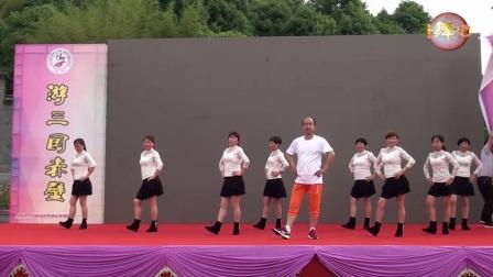 赤壁金山广场舞《厉害了我的国》