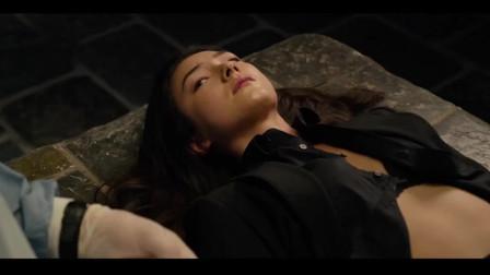 唐人街探案2:凶手就要对陈警官下毒手了,可唐仁们还是没找到她!
