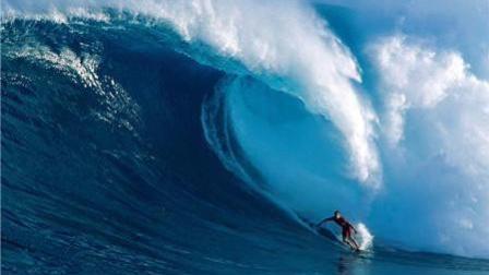 葡萄牙Nazaré巨浪狂暴, 挑战这样的原始巨兽, 才是真正的男人