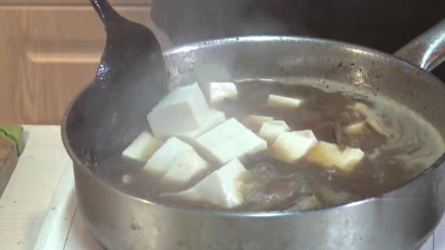 能降脂降压的泥鳅豆腐汤,老年人可以多吃这汤!