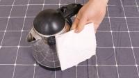才发现,电热水壶上放一张卫生纸厉害了,解决了家庭的一大烦恼