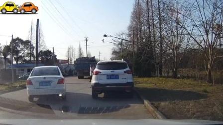 五菱宏光弯道漂移翻车 交通事故集锦