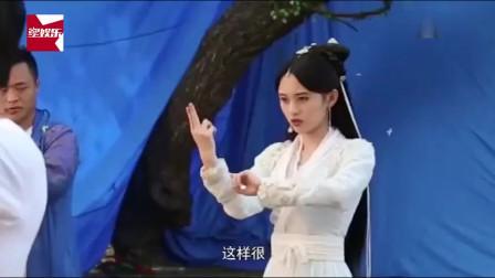 《新白娘子传奇》花絮:鞠婧祎片场演练白素贞施法术动作,却忍不住想笑