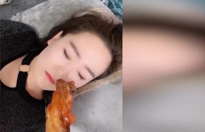 爆笑合集:老婆睡着后,把鸡腿放她鼻下,她会不会在梦里吃鸡腿?