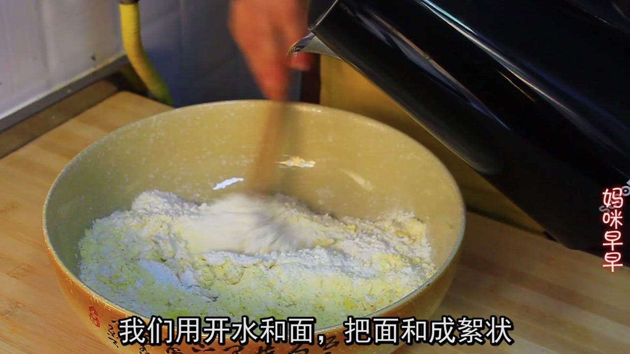 油饼别只用面粉做,加上它金黄松软满口留香,10分钟搞定全家早餐