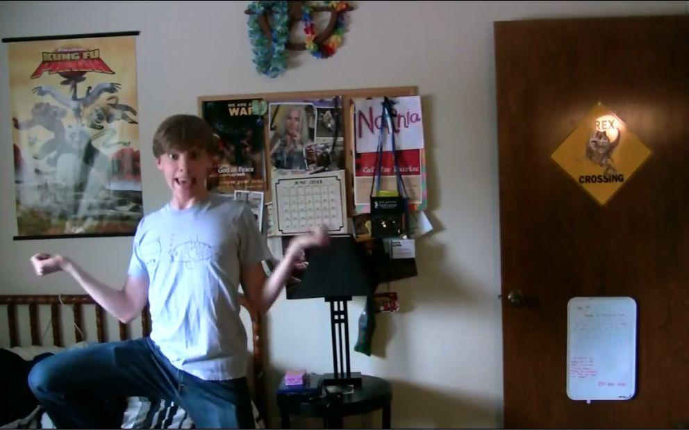 不要被逗比小可爱Jon Cozart唱歌的样子骗了!