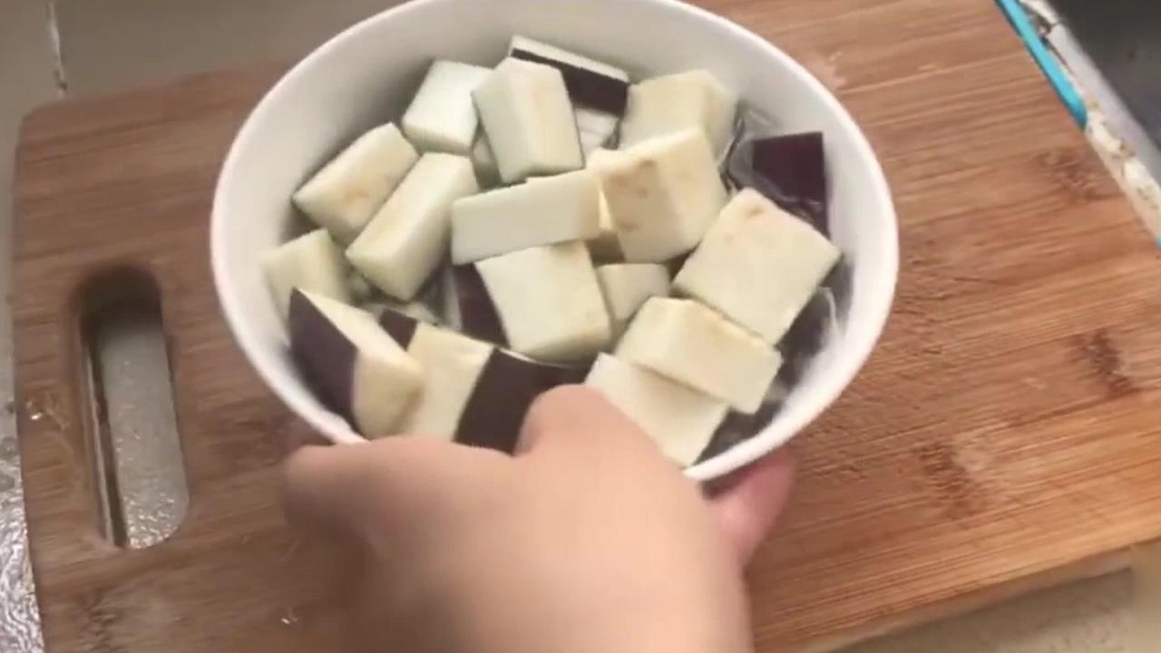还在纠结茄子怎么做才好吃?教你一种好做法,做法简单而且美味