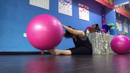 瑜伽球腹部