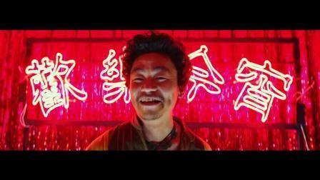 《唐人街探案》开场2分钟,王宝强就把疯癫神探演出来,真实力[高清版]