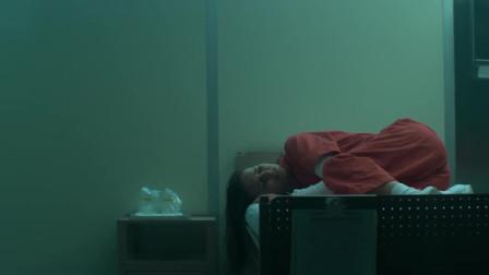 《湮灭》莉娜在陌生的房间醒来,之后狂吐又遇陌生女子