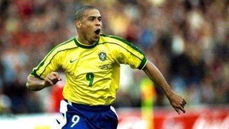 致敬外星人罗纳尔多,天下足球催泪解说,世上只有一个罗纳尔多