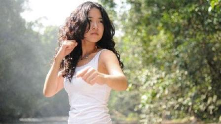 """泰国女版的""""托尼贾"""",看她如何用泰拳""""以一敌百""""!"""