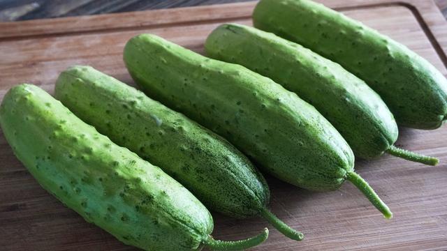 黄瓜最过瘾的做法,好吃有诀窍,关键点在最后一步,天天吃不够
