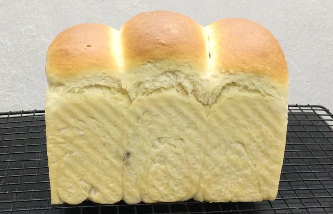 想吃吐司面包不要去买了,1碗面粉1个鸡蛋,在家就能做,柔软拉丝