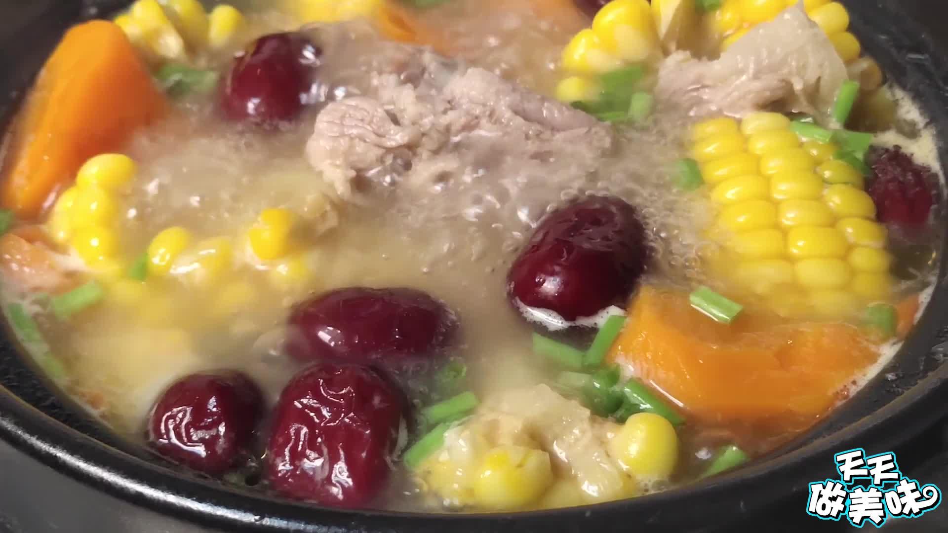 玉米排骨汤你做对了吗?试试这样做,汤汁又浓又白,每次做不够喝