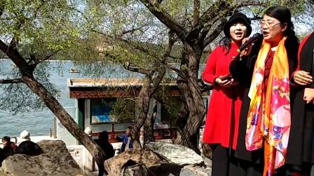北京颐和园湖畔