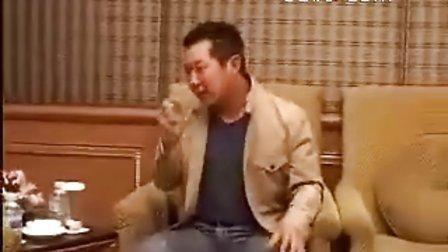 元彪模仿李小龙招牌动作