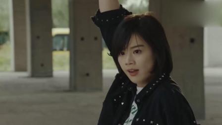 橙红年代:胡蓉的身手不容置疑,轻松拿下两名绑匪!