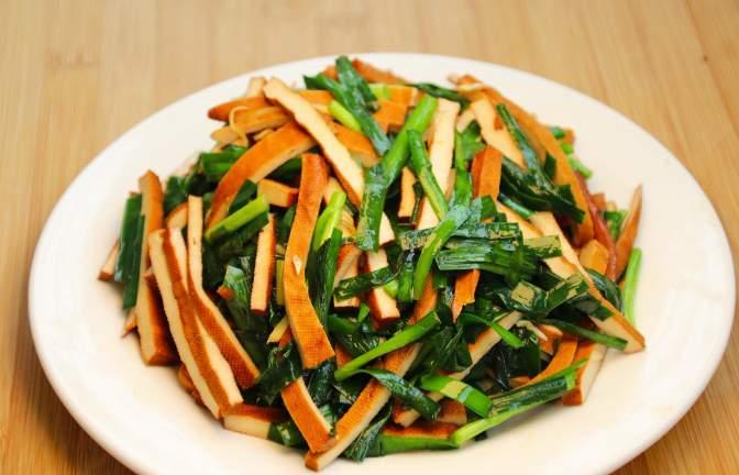 香干最经典的做法,干千万不能直接下锅,多加这一步,软嫩好吃