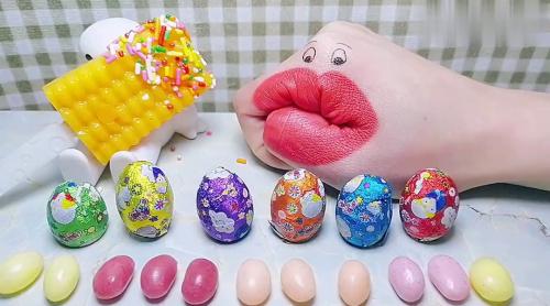 二次元吃货,贪吃果子偷吃脆皮夹心软糖,还有包装精美的巧克力