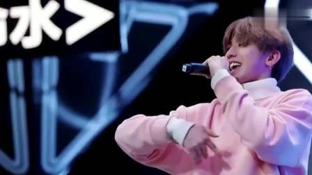 偶像练习生:蔡徐坤跳EXO的舞,张艺兴看的津津有味
