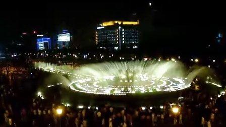 泉城广场音乐喷泉我爱祖国的蓝天(韩红)