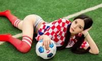 英格兰足球宝贝苏嘉言 看她把波玩的多666?