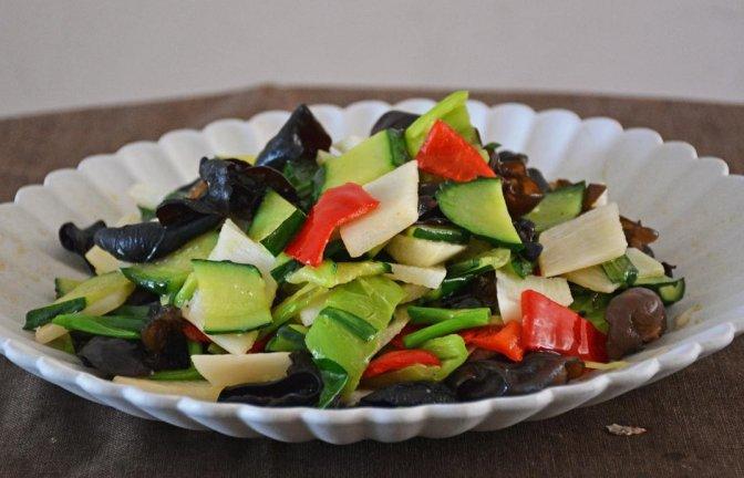 最近黄瓜加山药火了,简单一做,5分钟出锅,连吃10天也不腻