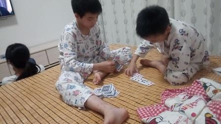 小朋友玩德州扑克牌视频 玩扑克牌有几种玩法
