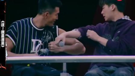 这就是灌篮:郭艾伦秀腹肌!李易峰看了眼:你这肌肉不行!哈哈哈
