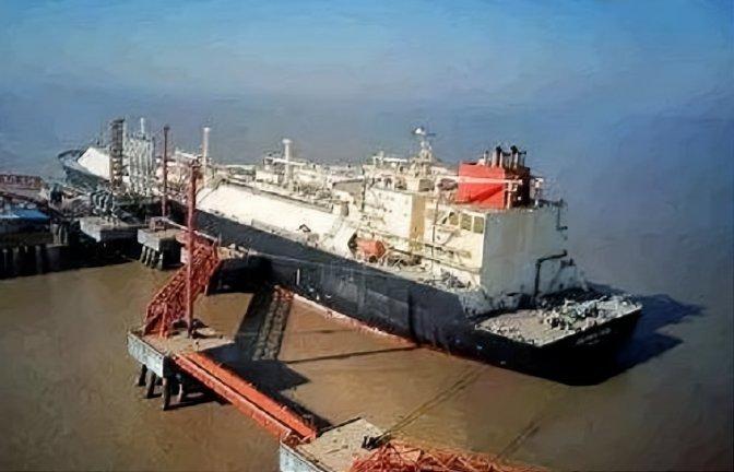 日韩垄断的造船技术,被普通中国工人攻克,每月能造福2千万人