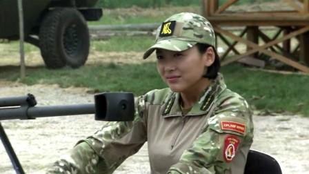 特种兵之火凤凰:女兵教训起这些新兵菜鸟们,真是有模有样的!