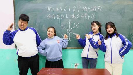 老师出了一道数字智力题,同学合力做不出,没想女学霸2秒完成!