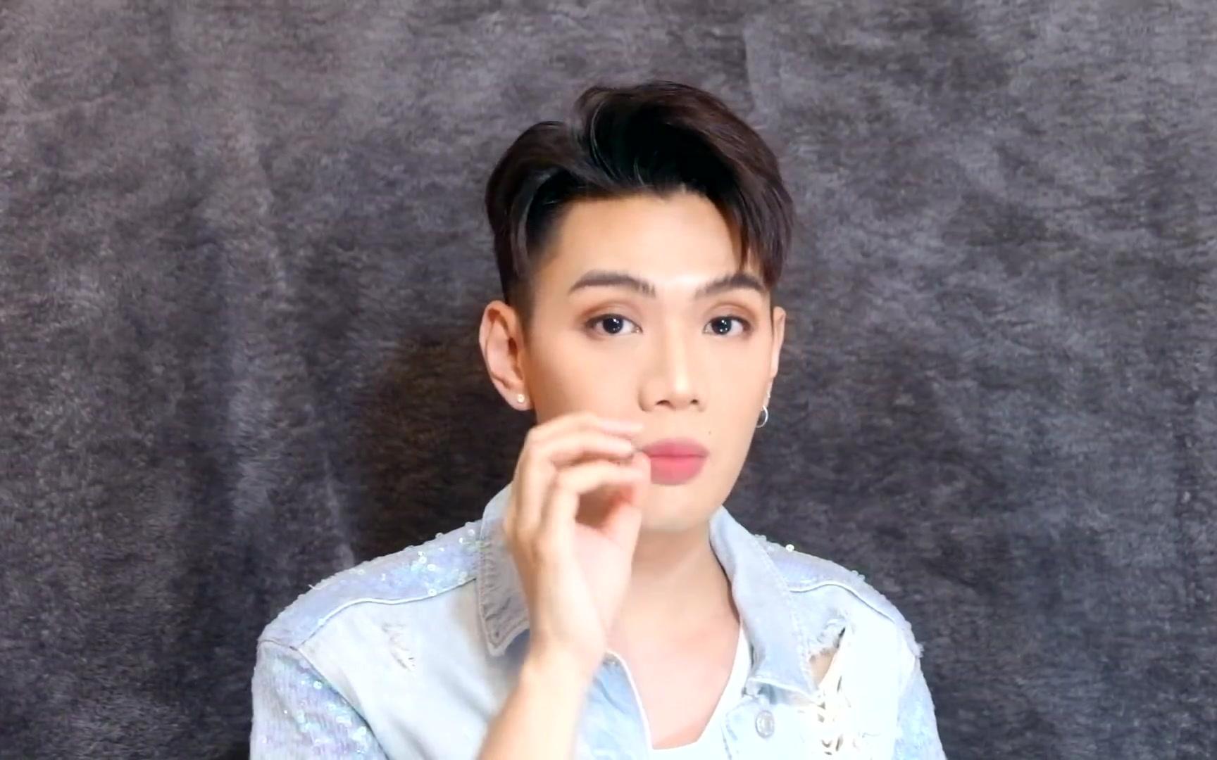 【越南美妆】美颜小哥教您嘴唇护理+涂好唇膏的小撇步 |