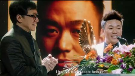 成龙为王宝强颁奖只是这个奖项有点不一样