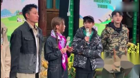 《哈哈农夫》发布会群访,王源解释给杨超越拍照的事情!