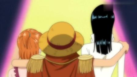 海贼王:路飞左拥娜美右抱罗宾,女帝醋意大发