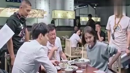 《青春斗》花絮:郑爽开拍时临时改戏,此时的她可爱的一塌糊涂!