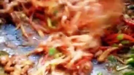 鱼香肉丝做法锅里倒点油